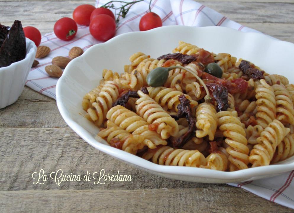Pasta con pesto di pomodori secchi