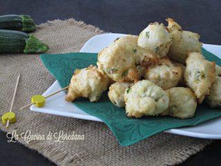 zeppole salate con zucchine e formaggio
