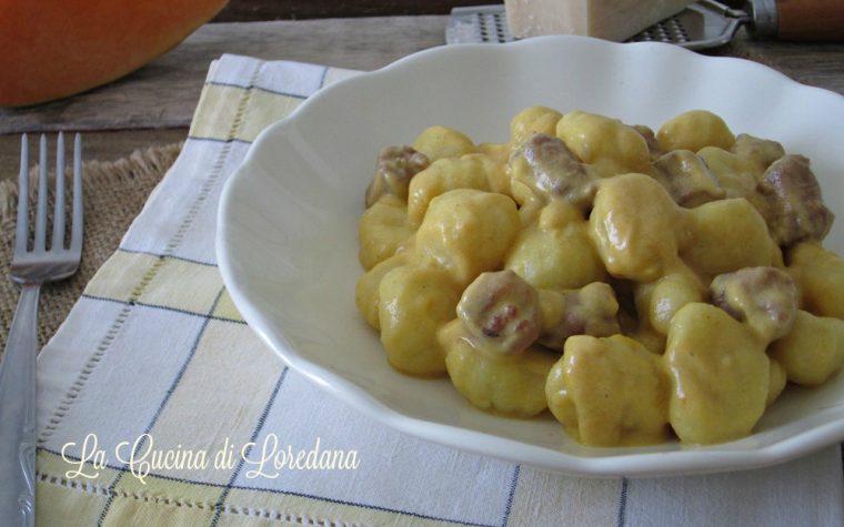 Gnocchi con crema di zucca e salsiccia