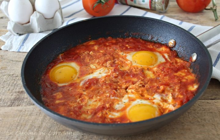 Uova al pomodoro e mozzarella