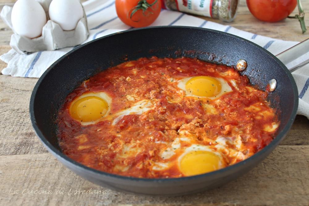 Ricetta Uova Con Pomodoro.Uova Al Pomodoro E Mozzarella Una Ricetta Semplice E Veloce