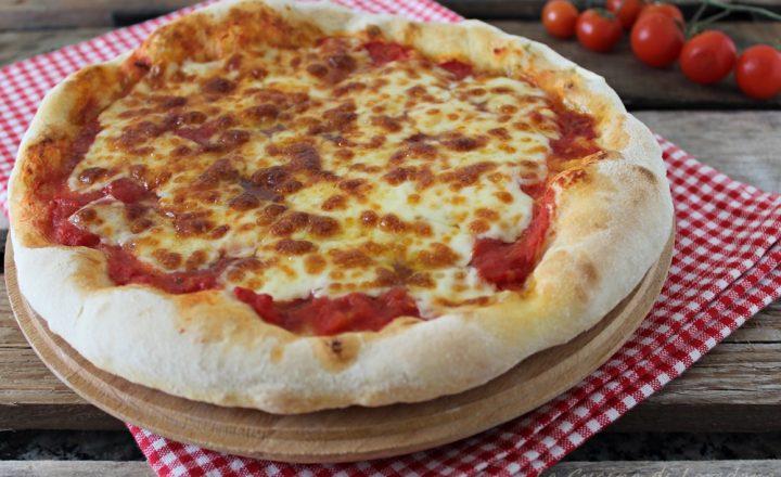 Pizza nel forno di casa come in pizzeria