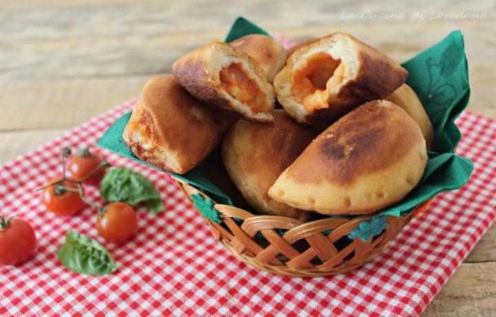 Panzerottini con pomodoro e mozzarella