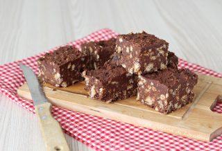 torta al cioccolato e biscotti