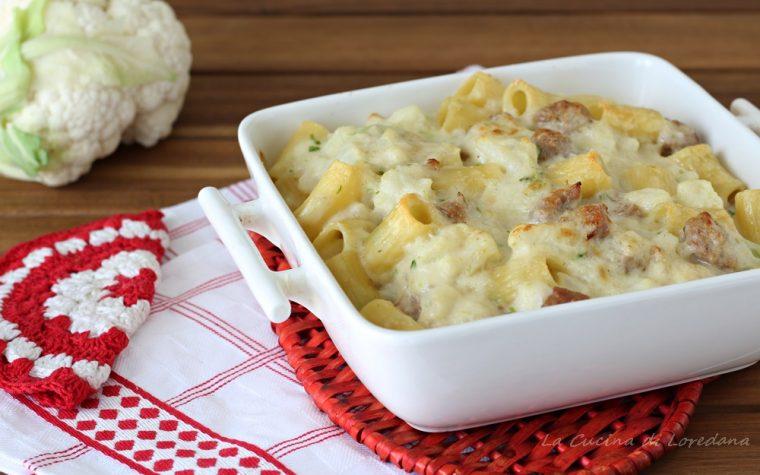 Pasta al forno con cavolfiore e salsiccia