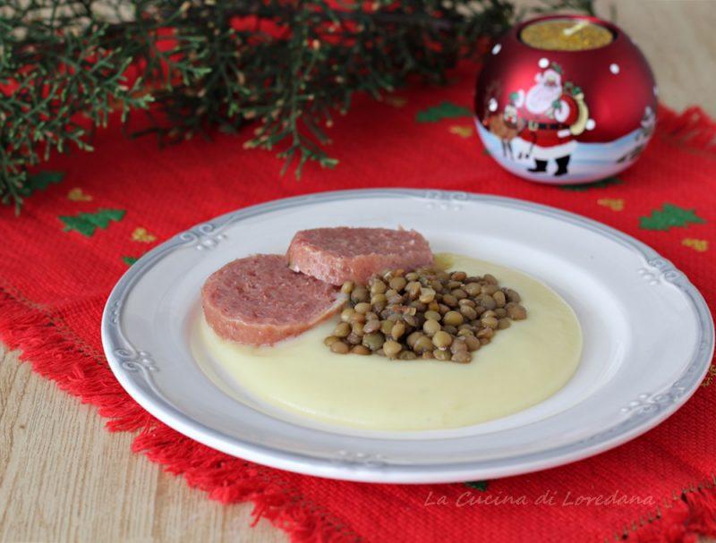lenticchie e cotechino su crema di patate