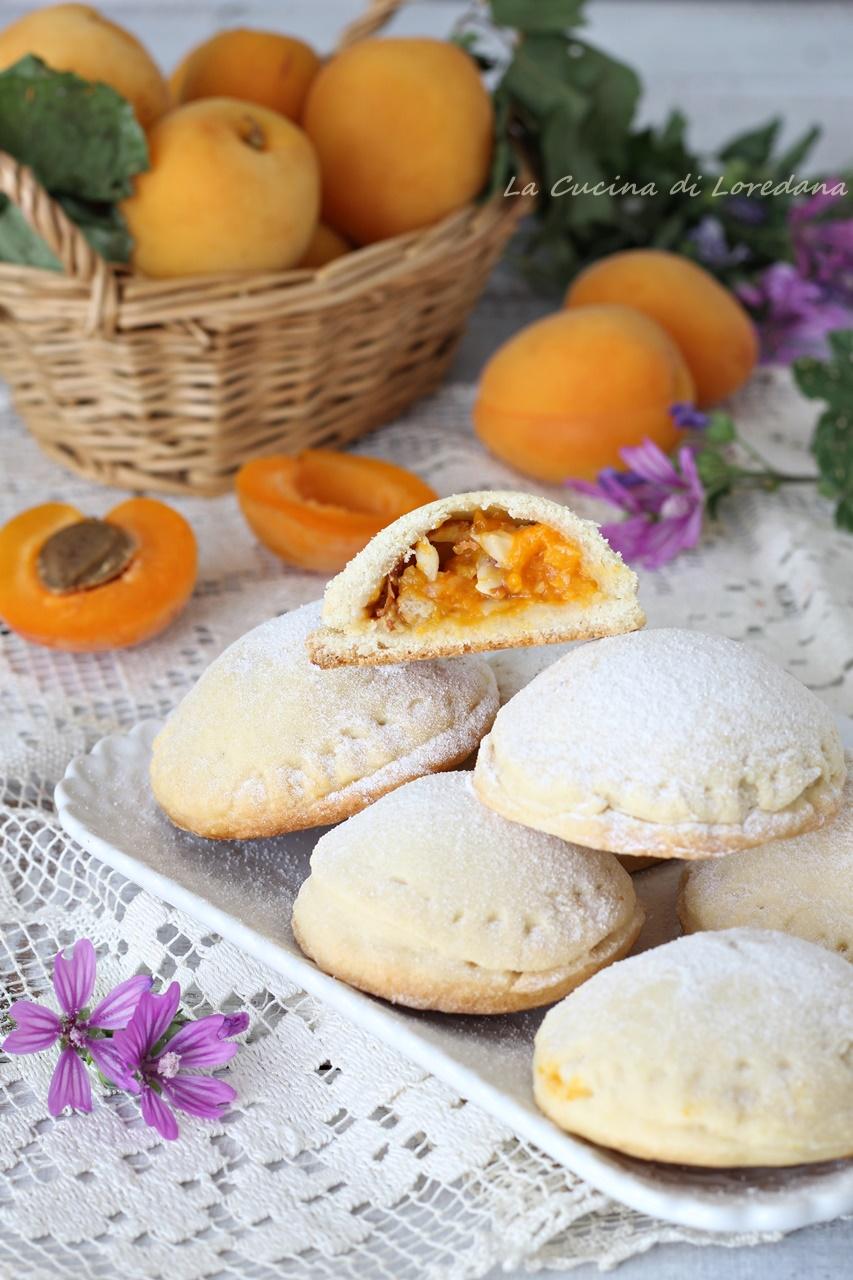 biscotti con albicocche e mandorle