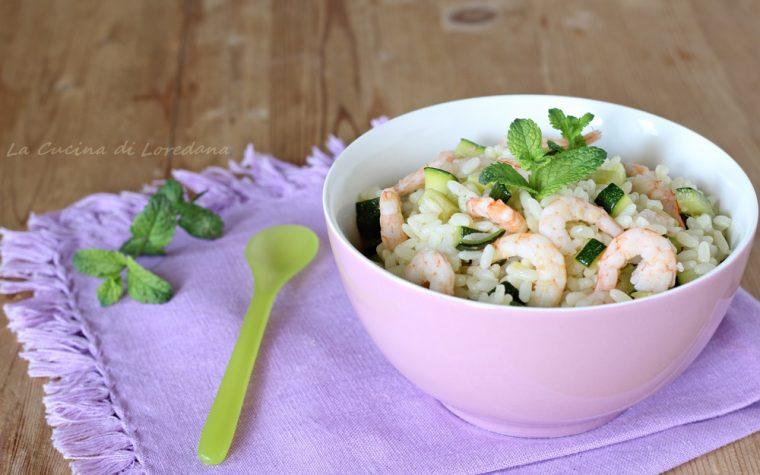 Insalata di riso con zucchine e gamberi