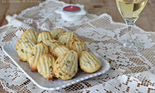 Madeleines salate con pistacchi