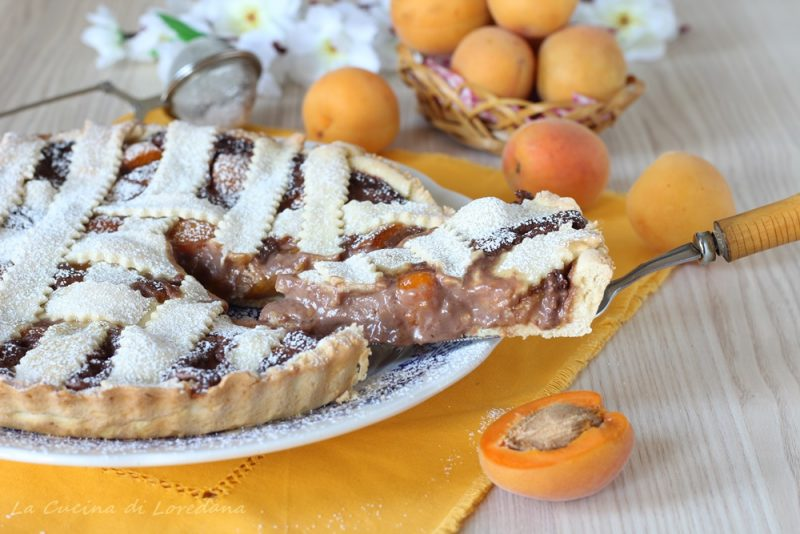 crostata con albicocche e cioccolato