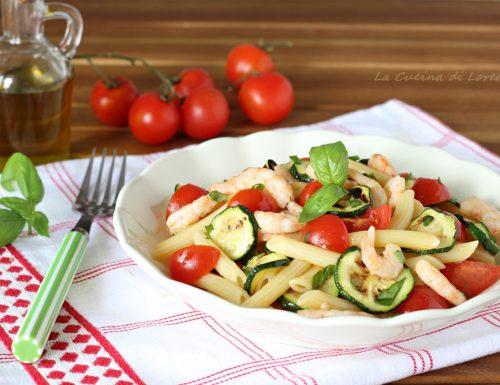 Insalata di pasta con zucchine e gamberi