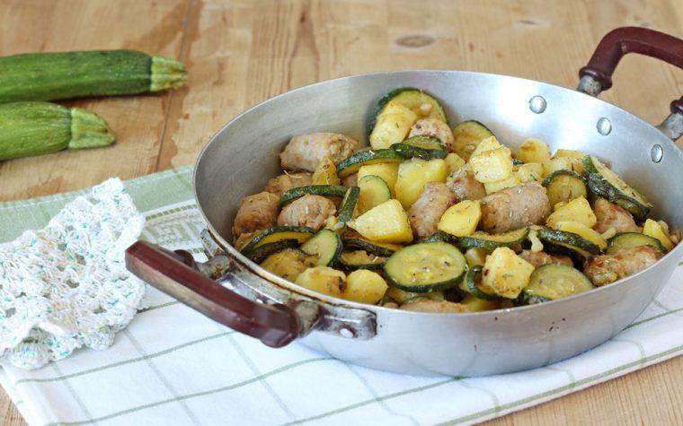 Zucchine con patate e salsiccia