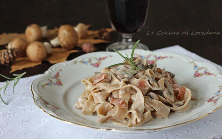 Tagliatelle di castagne con funghi e speck