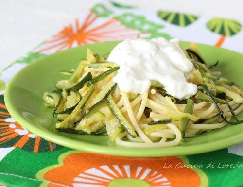 Pasta con zucchine e stracciatella