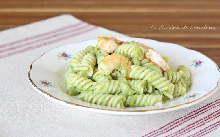 Pasta con crema di zucchine e gamberi