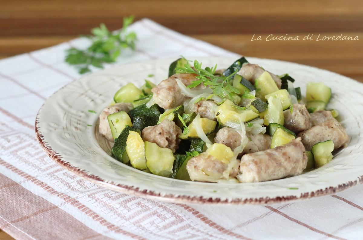 zucchine e salsiccia in padella