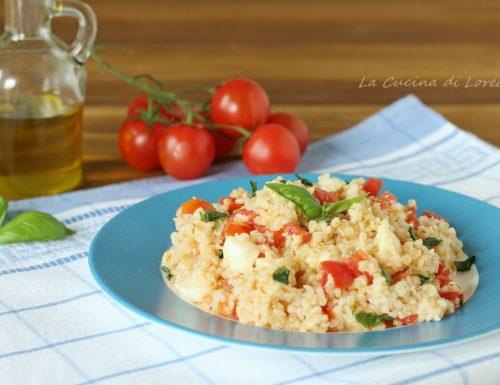Insalata di bulgur con pomodori e mozzarella