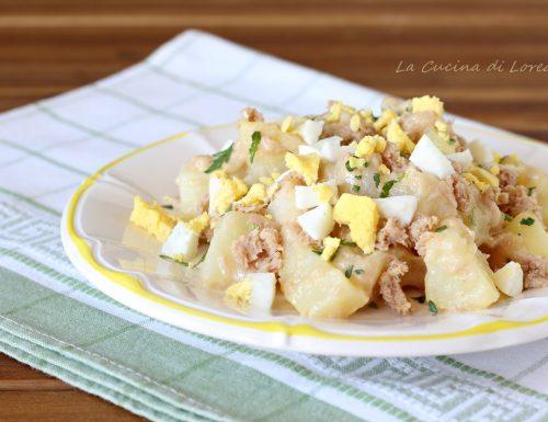 Insalata di patate con tonno e uova sode