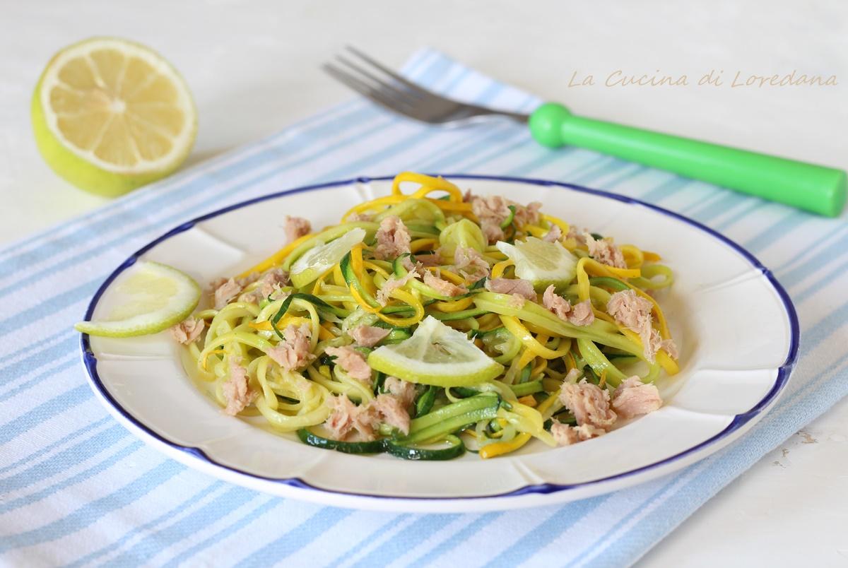 spaghetti di zucchine con tonno e limone
