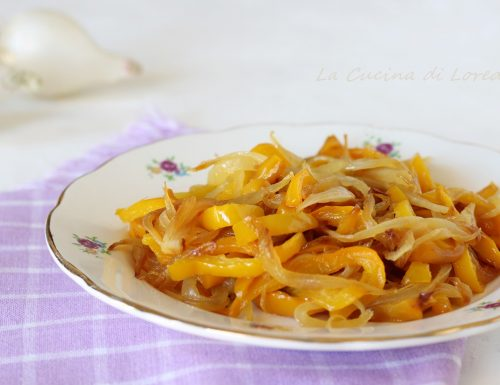 Peperoni e cipolle in agrodolce