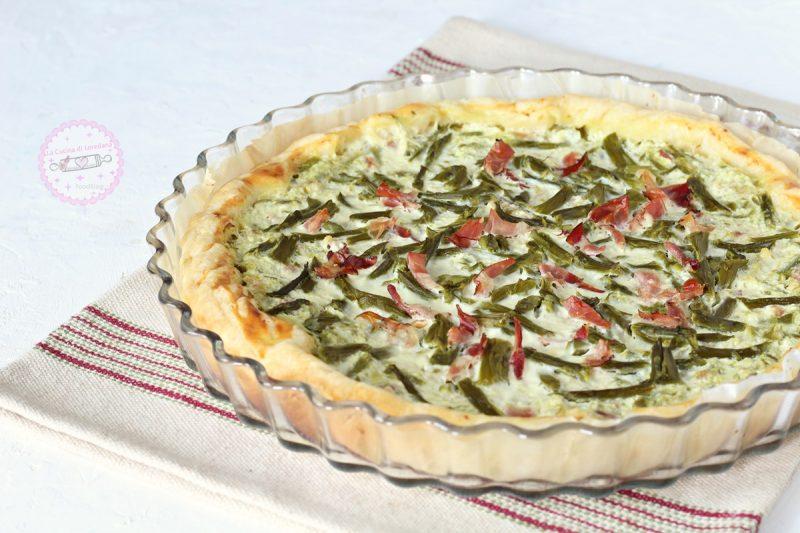 torta salata con asparagi e speck