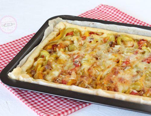 Torta salata con peperoni e mozzarella