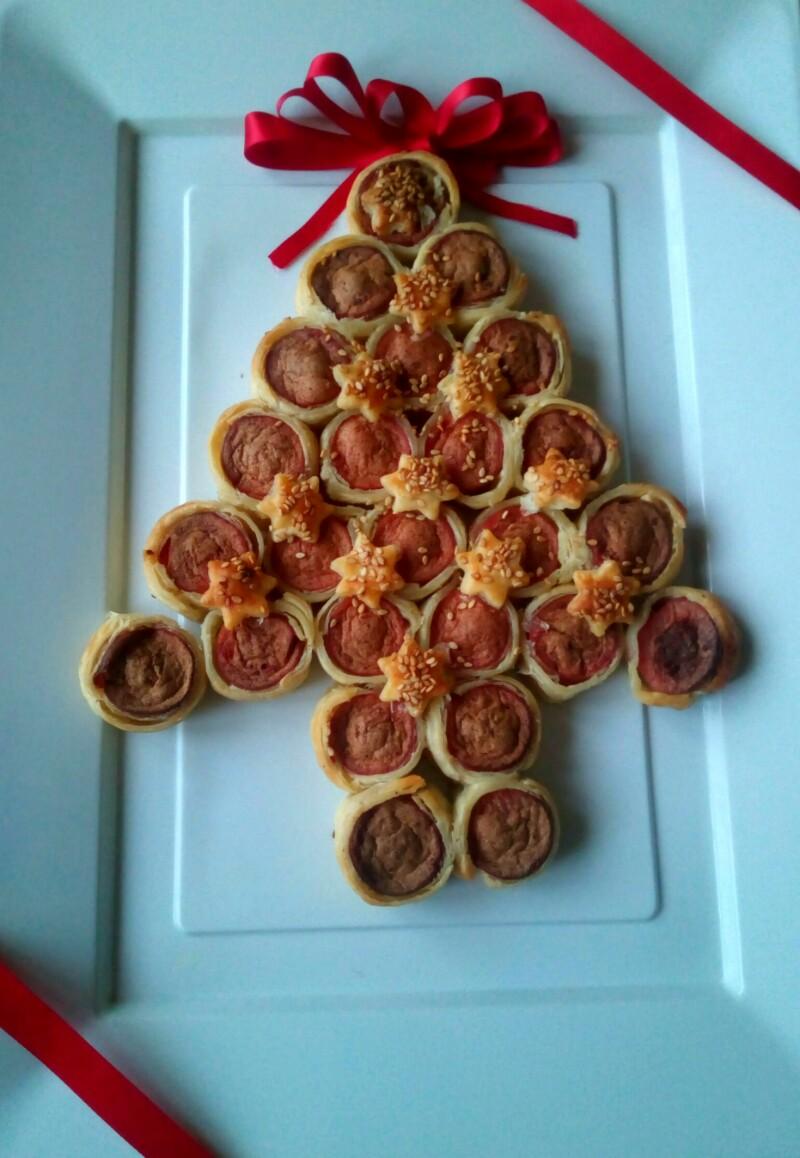 Antipasti Di Natale Wurstel.Albero Di Natale Di Sfoglia Con Wurstel La Cucina Di Mamma Mary