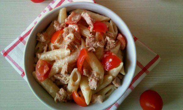 Pasta fredda con tonno pomodorini e maionese