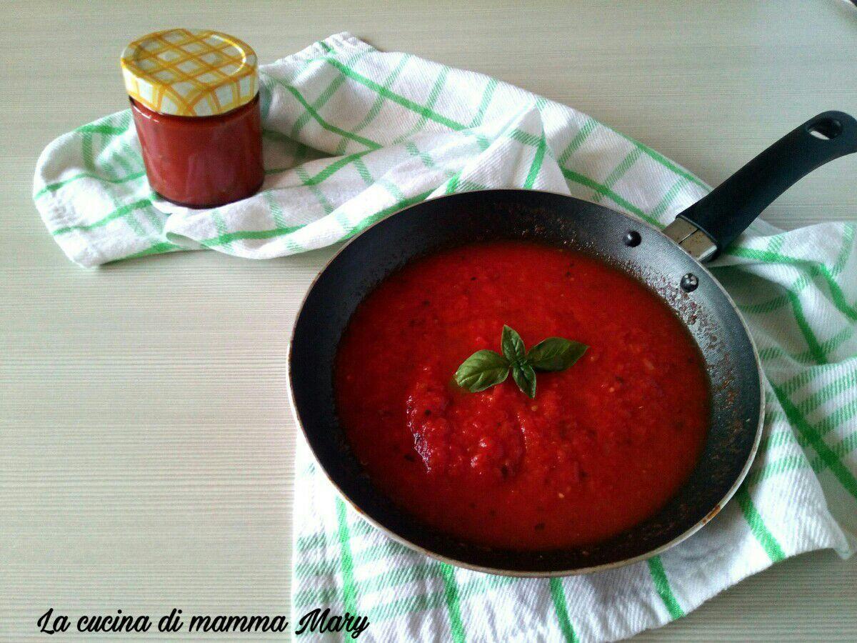 Sugo pronto di pomodoro e basilico