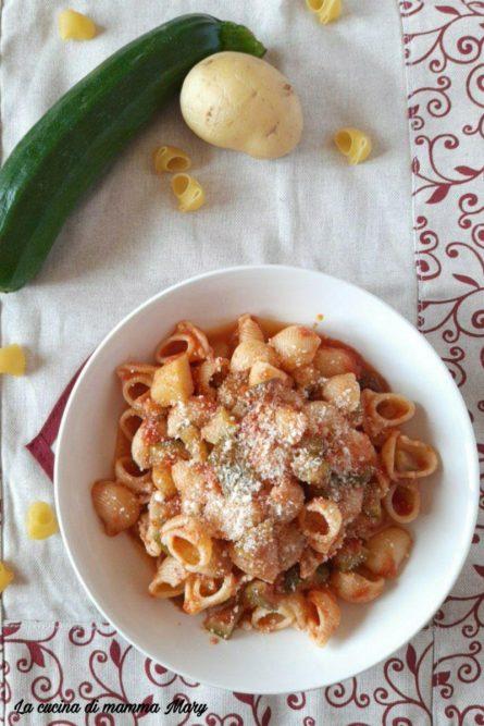 Pasta con sugo di zucchine e patate_2