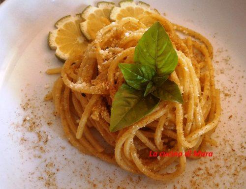Spaghetti con alici salate e mollica