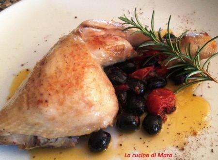 Pollo al rosmarino con olive e pomodorini