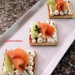 Tartine con salmone affumicato e ricotta