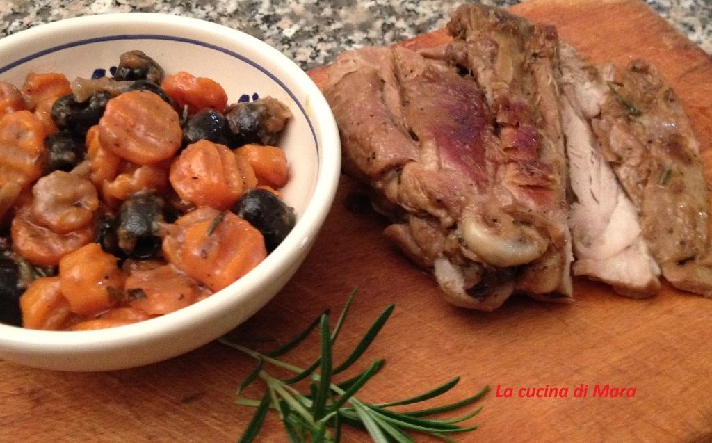Tacchino arrosto con carote e olive