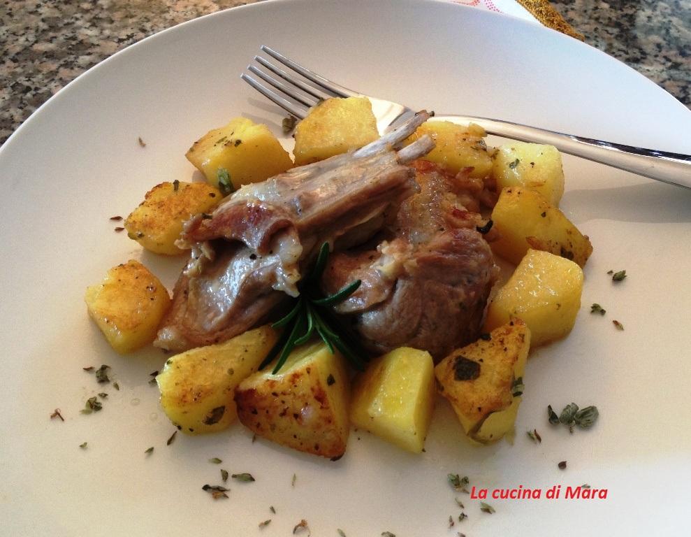 Capretto con contorno di patate cotti in padella