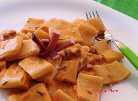Calamarata cremosa con speck in salsa rosa