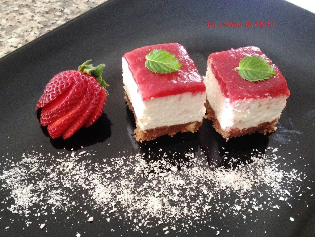 Cheesecake fredda  cocco e fragole