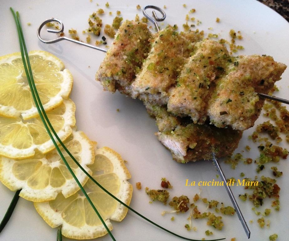 Spiedini di carne con molliche di pane profumato