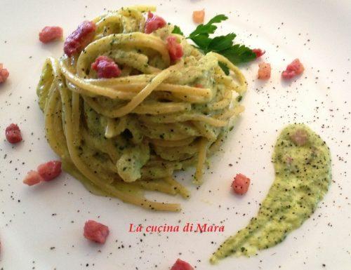 Vermicelli, pesto di zucchine e pancetta croccante