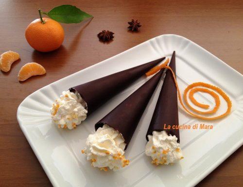 Coni di cioccolato con mousse di clementine