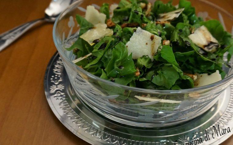 Insalata di spinaci con noci e grana