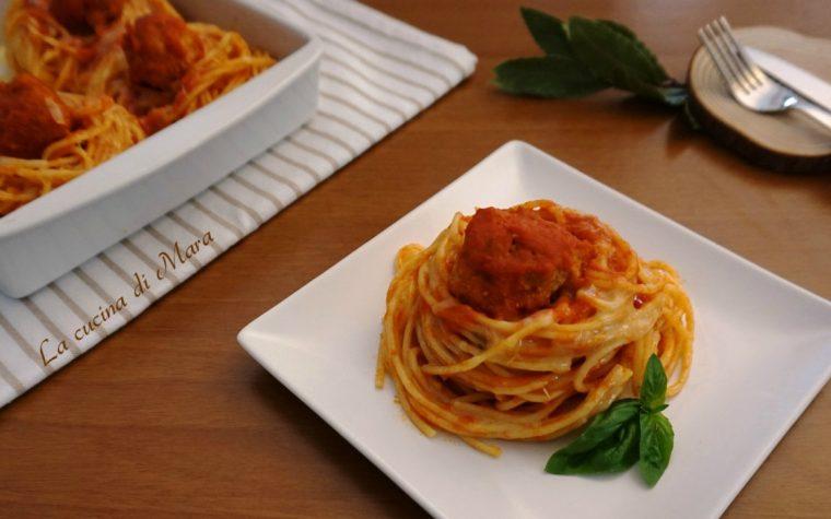Nidi di spaghetti con polpette