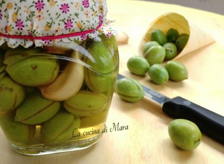 Olive verdi intaccate sott'aceto