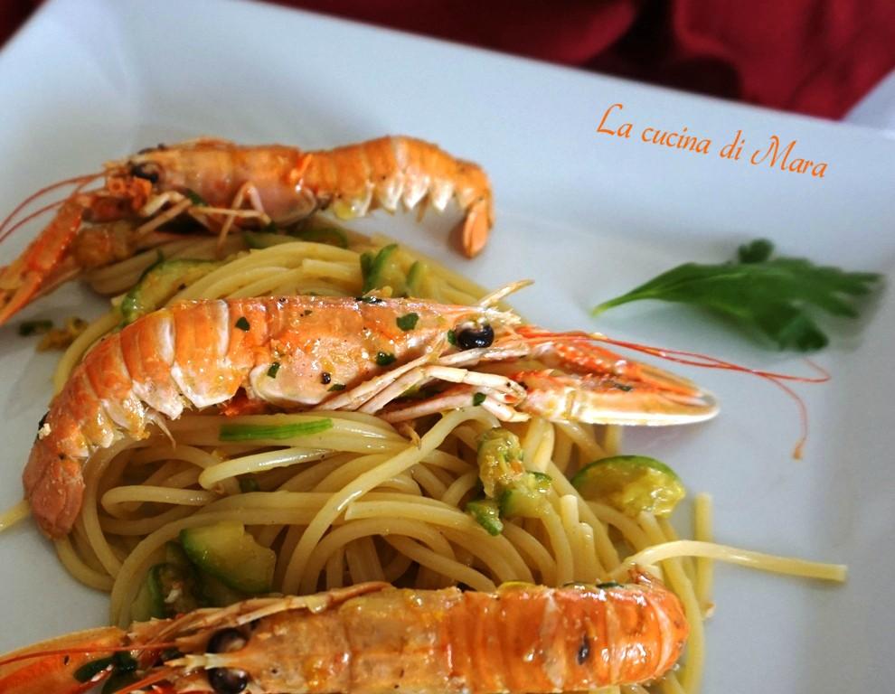 Pasta con gli scampi e zucchine