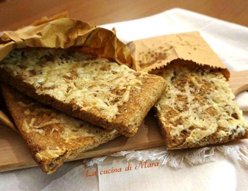 Focaccia integrale con formaggi