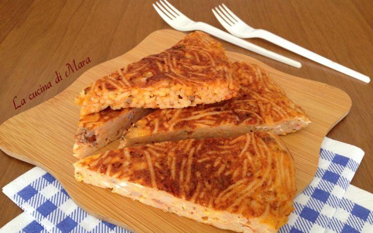 Frittata di pasta: cucinare con gli avanzi