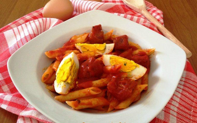 Pasta salsiccia calabrese e uova sode