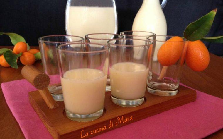 Liquore di kumquat o mandarini cinesi cremoso