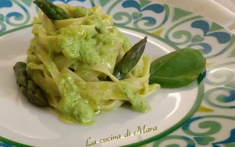 Fettuccine con crema di asparagi