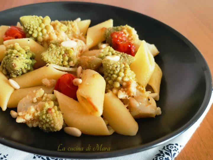 pasta con broccolo romano pomodorini e pinoli